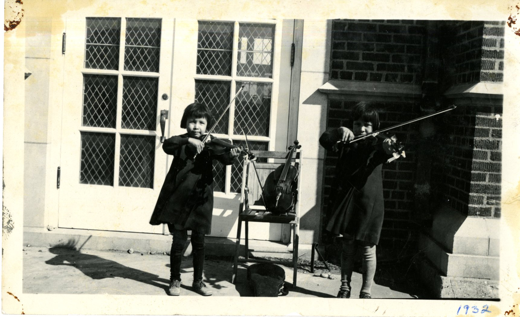 Girls Play the Violins