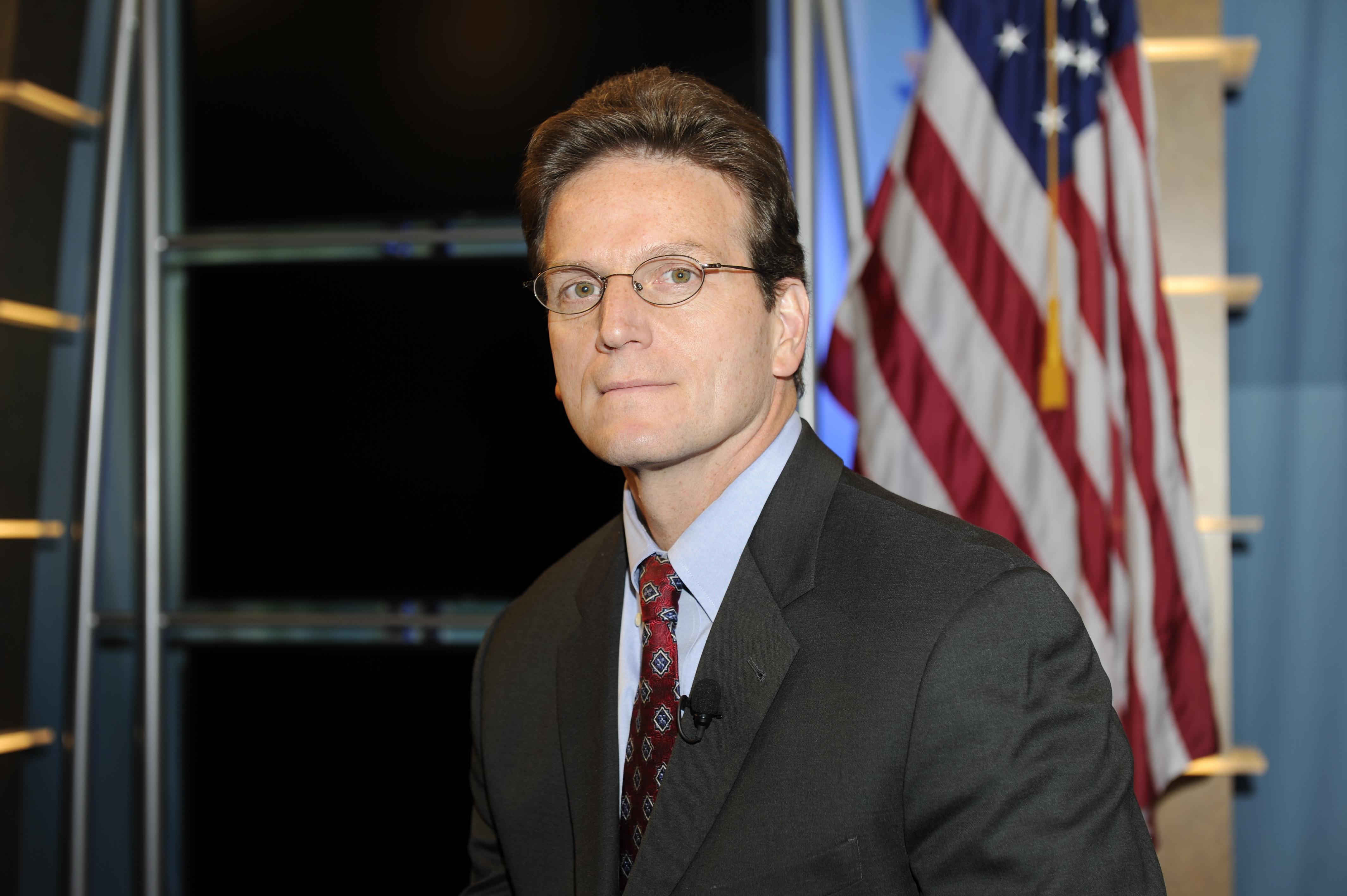 9eaa4e6e8ac6 HUD Chief Financial Officer Doug Criscitello in HUD studio  YouTube   broadcast  photos