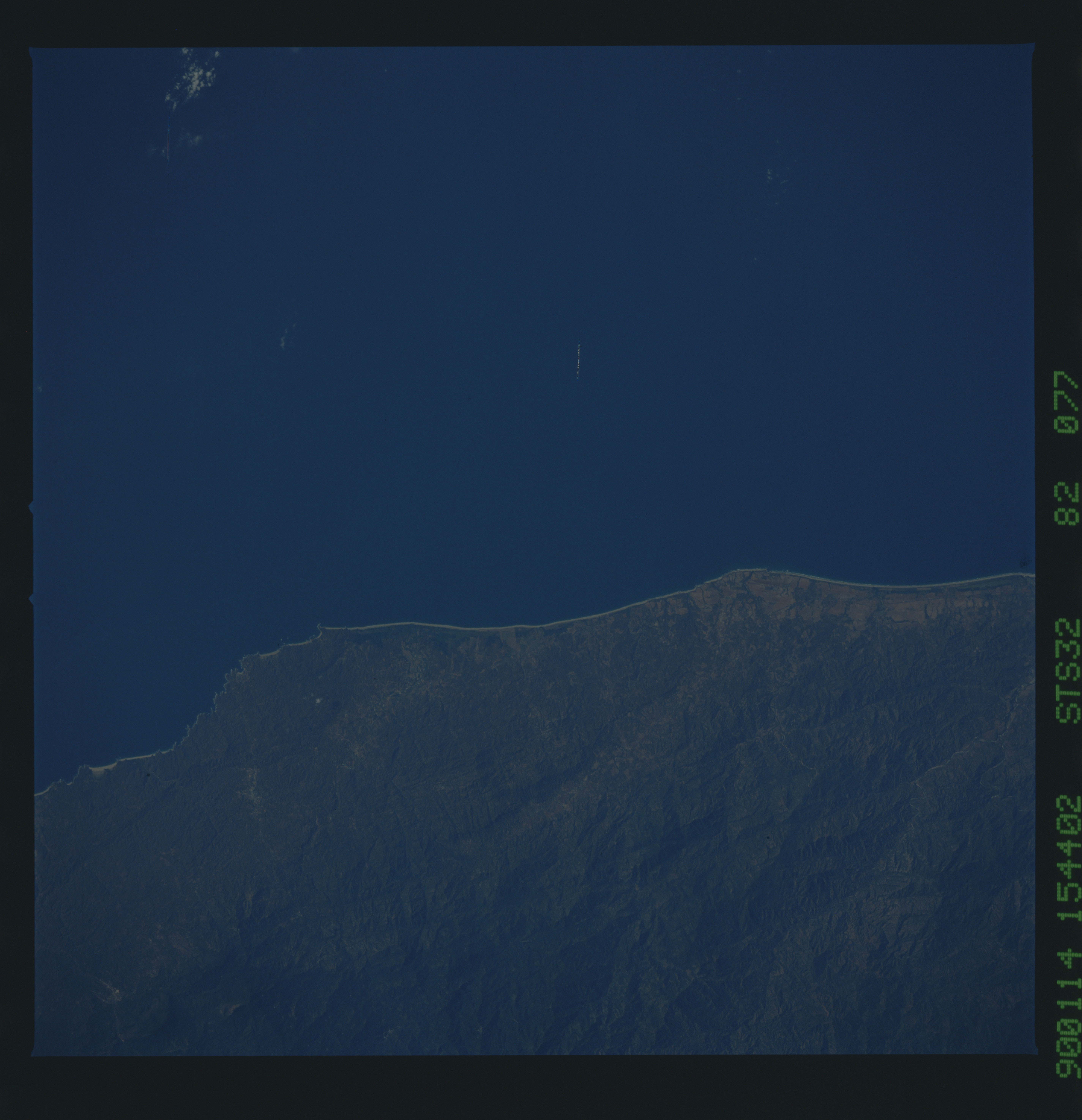S32-82-077 - STS-032 - STS-32 earth observations