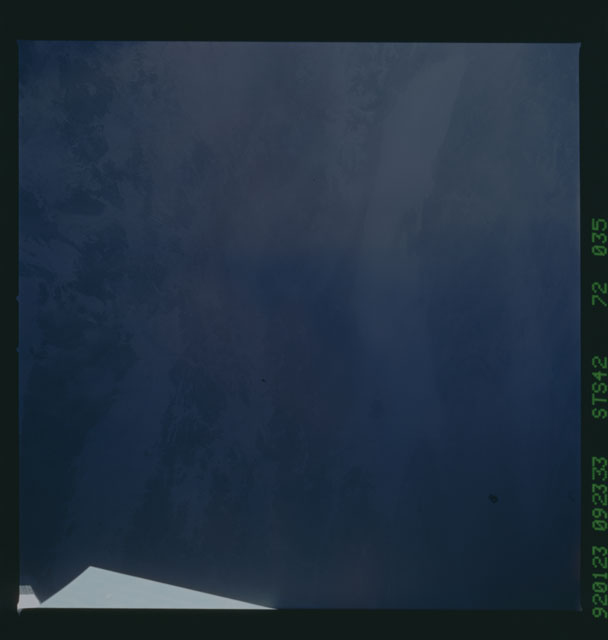 S42-72-035 - STS-042 - STS-42 earth observations