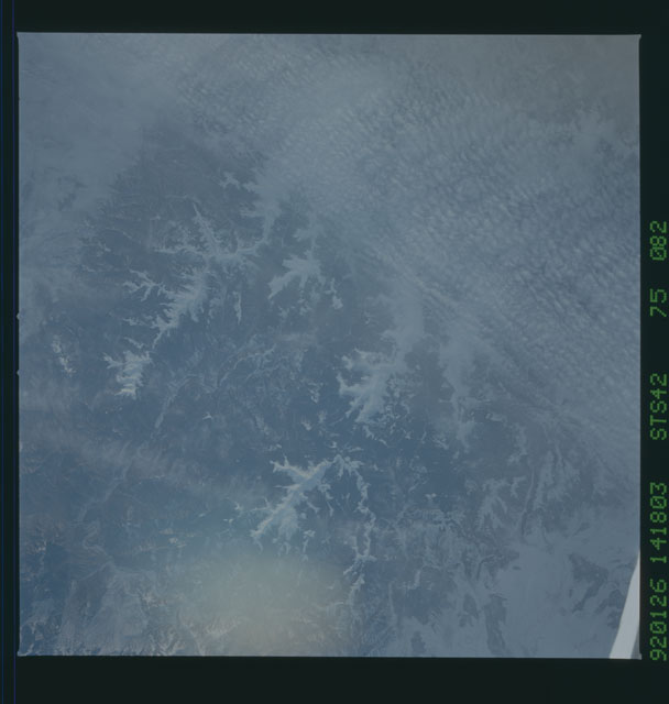 S42-75-082 - STS-042 - STS-42 earth observations