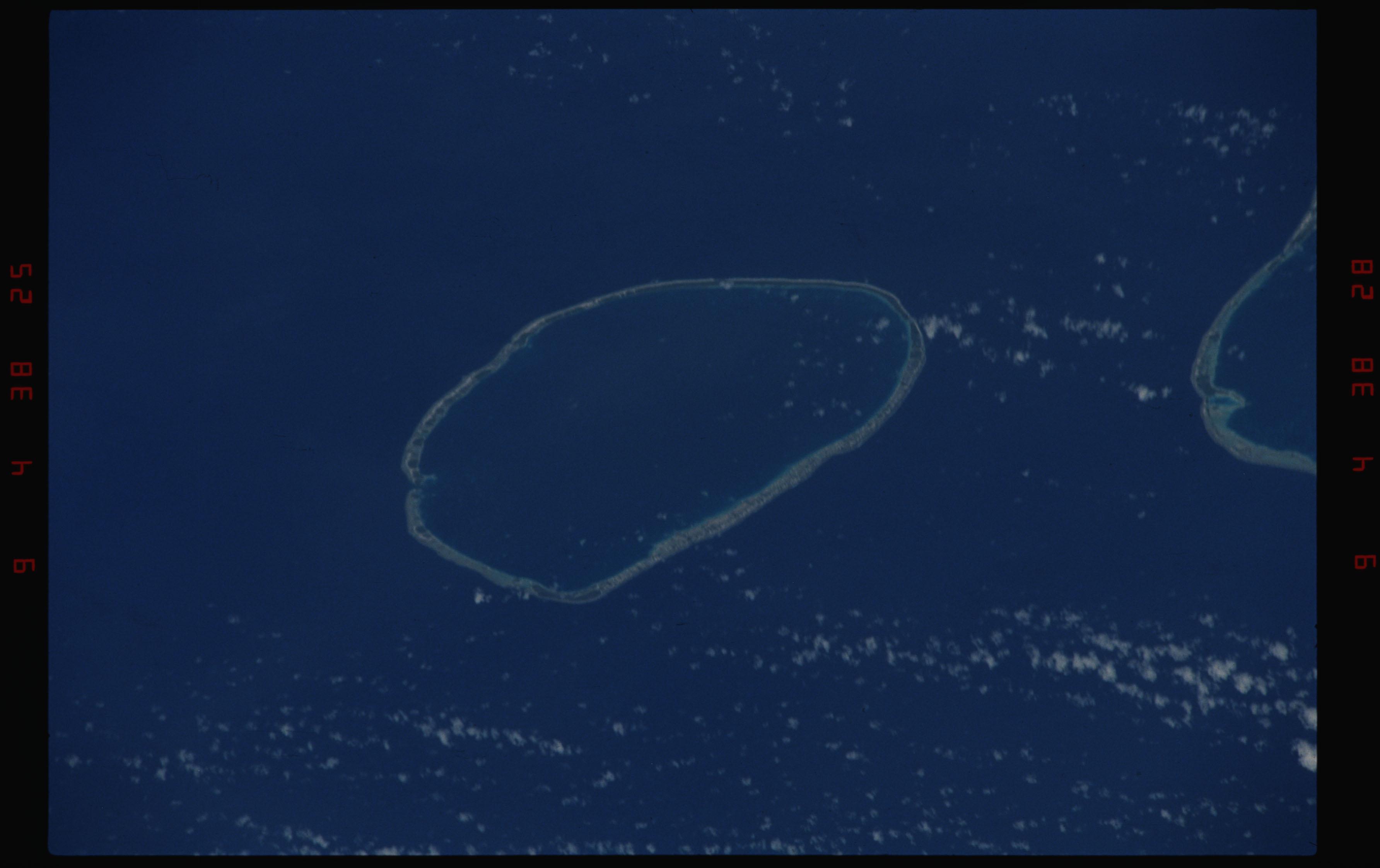 STS050-11-019 - STS-050 - Earth observation scenes of Tikahau and Rangiroa Atolls, Tuamotu Archipelago.