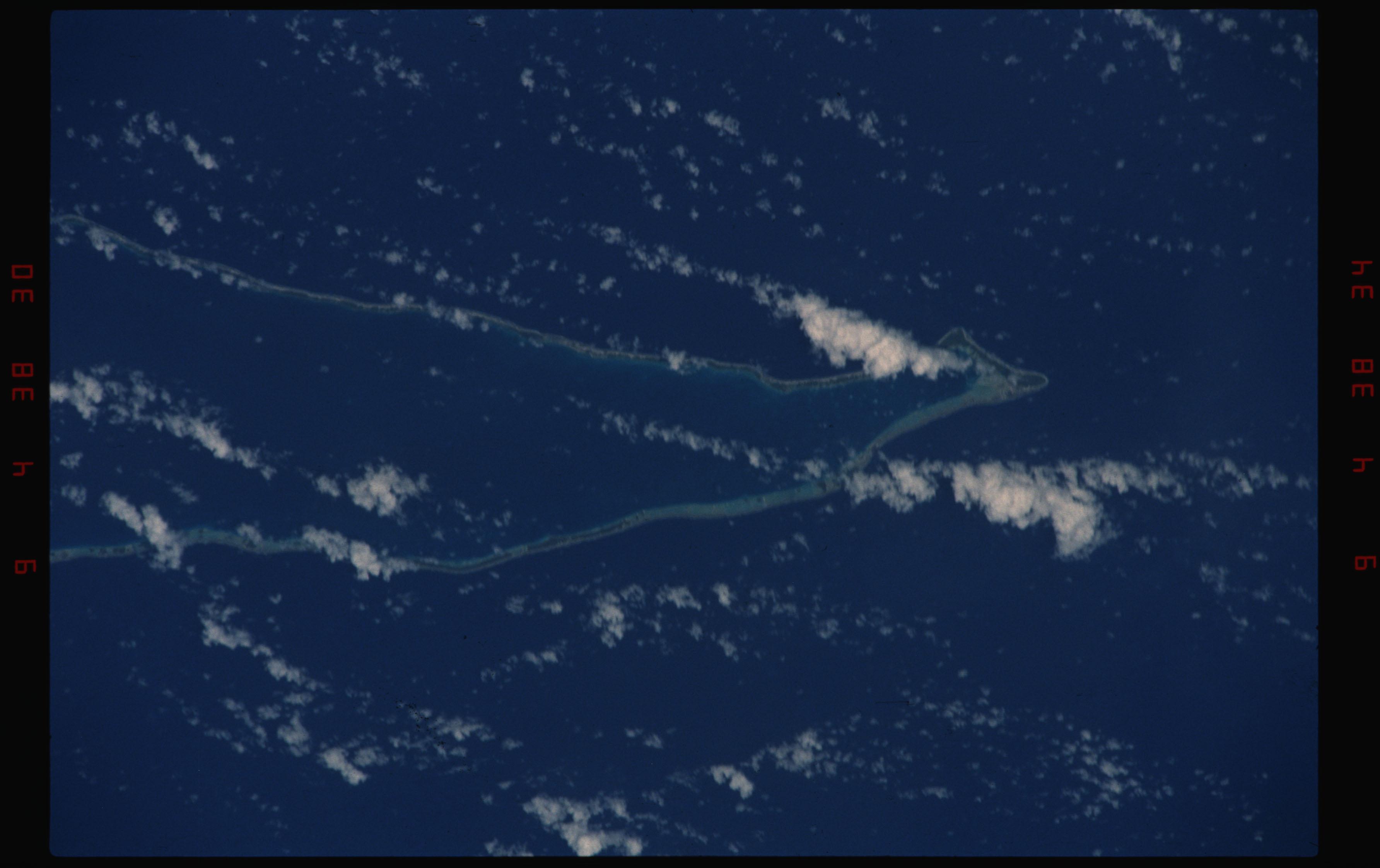 STS050-11-021 - STS-050 - Earth observation scenes of Tikahau and Rangiroa Atolls, Tuamotu Archipelago.