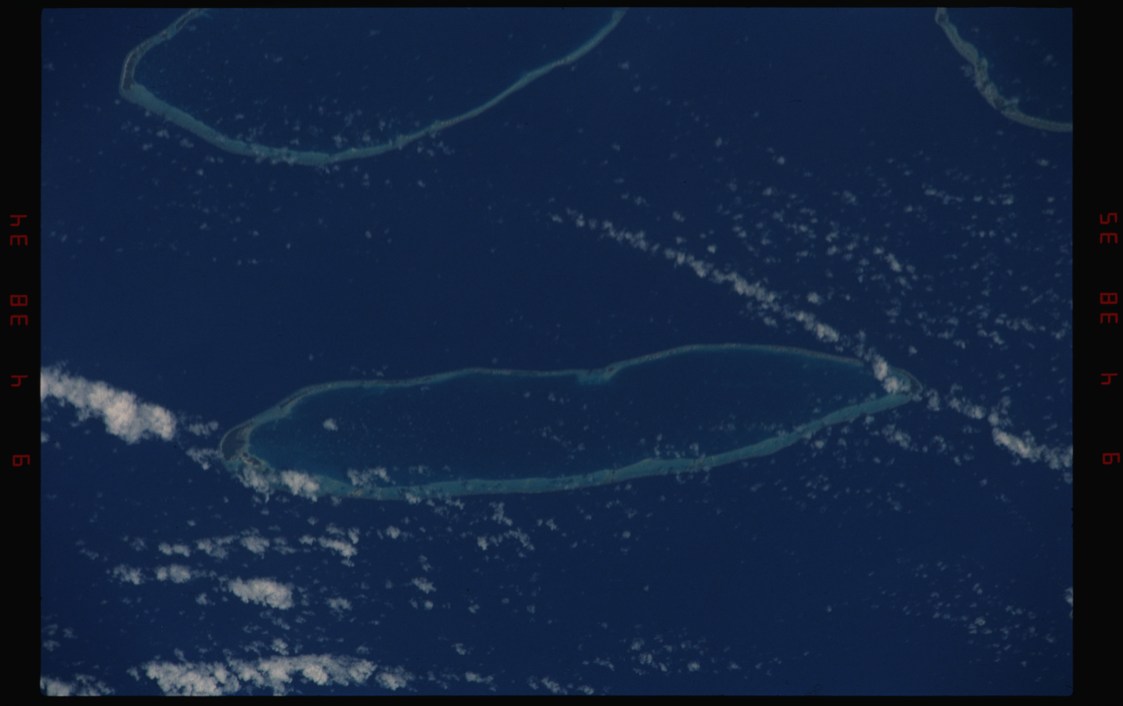 STS050-11-022 - STS-050 - Earth observation scenes of the north central Tuamotu Archipelago.