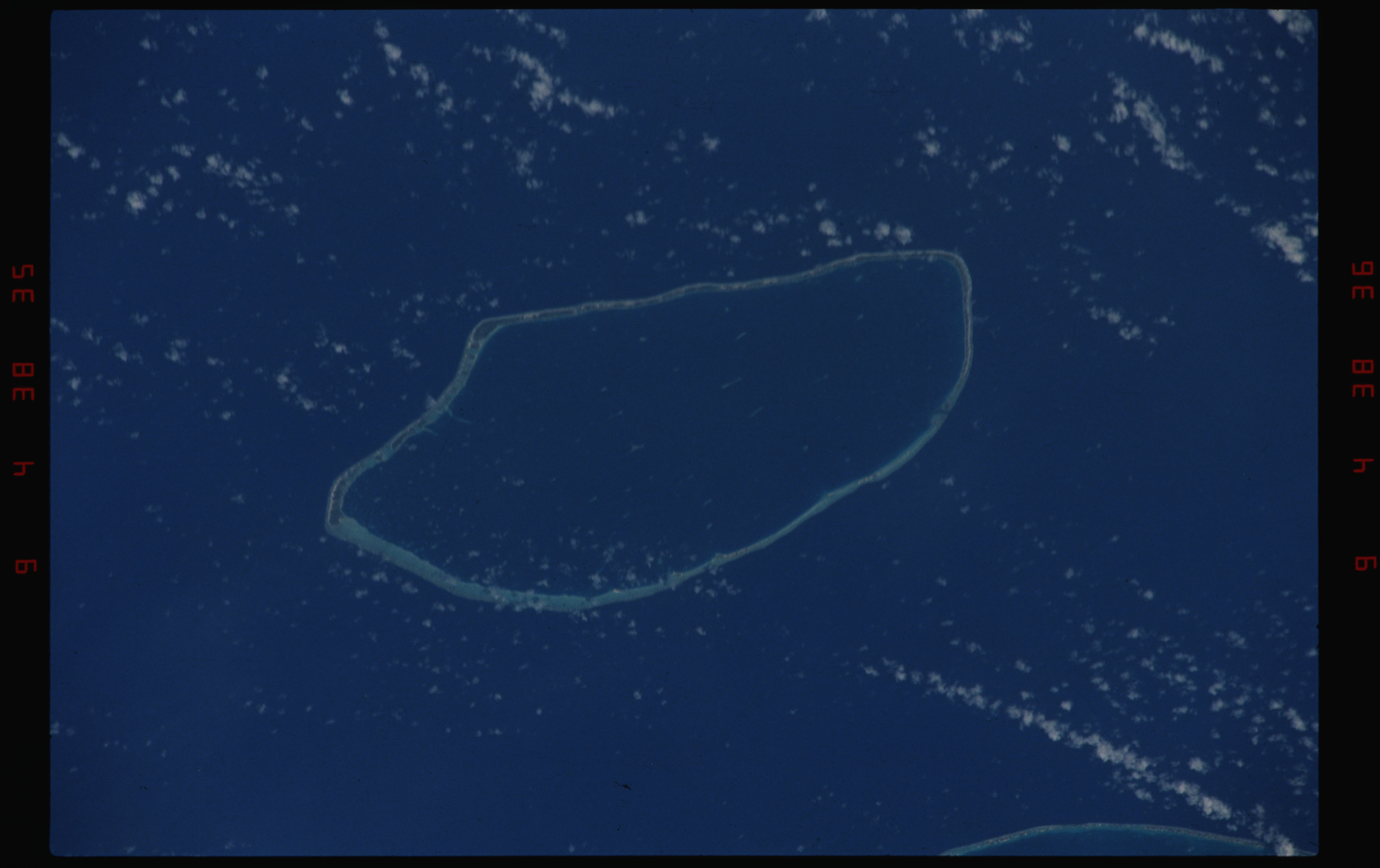 STS050-11-023 - STS-050 - Earth observation scenes of the north central Tuamotu Archipelago.
