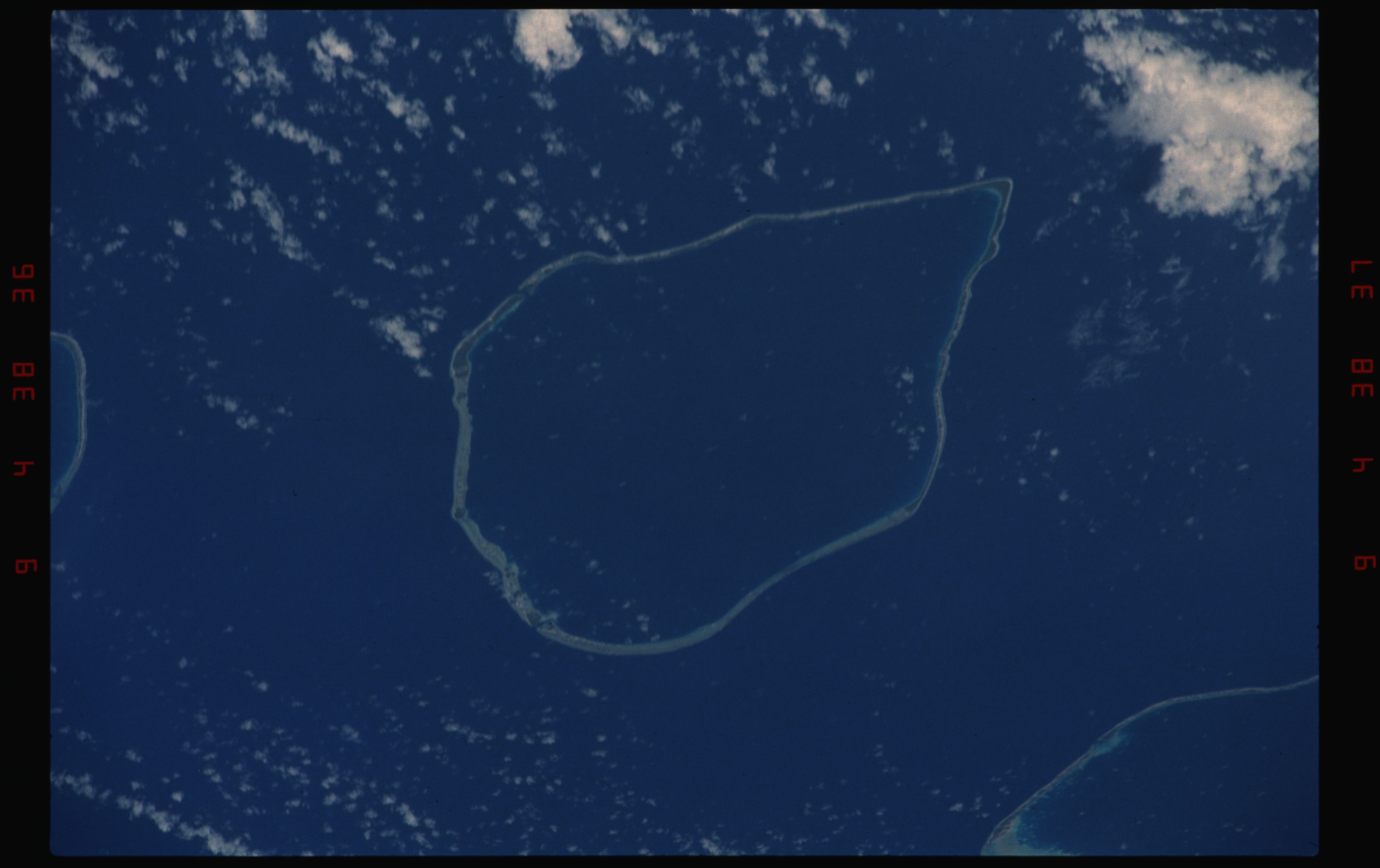 STS050-11-024 - STS-050 - Earth observation scenes of the north central Tuamotu Archipelago.
