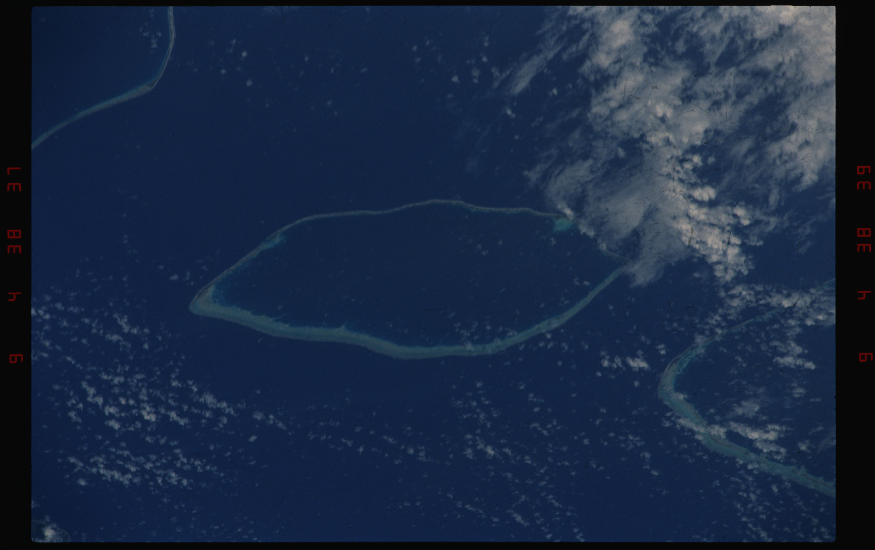STS050-11-025 - STS-050 - Earth observation scenes of the north central Tuamotu Archipelago.