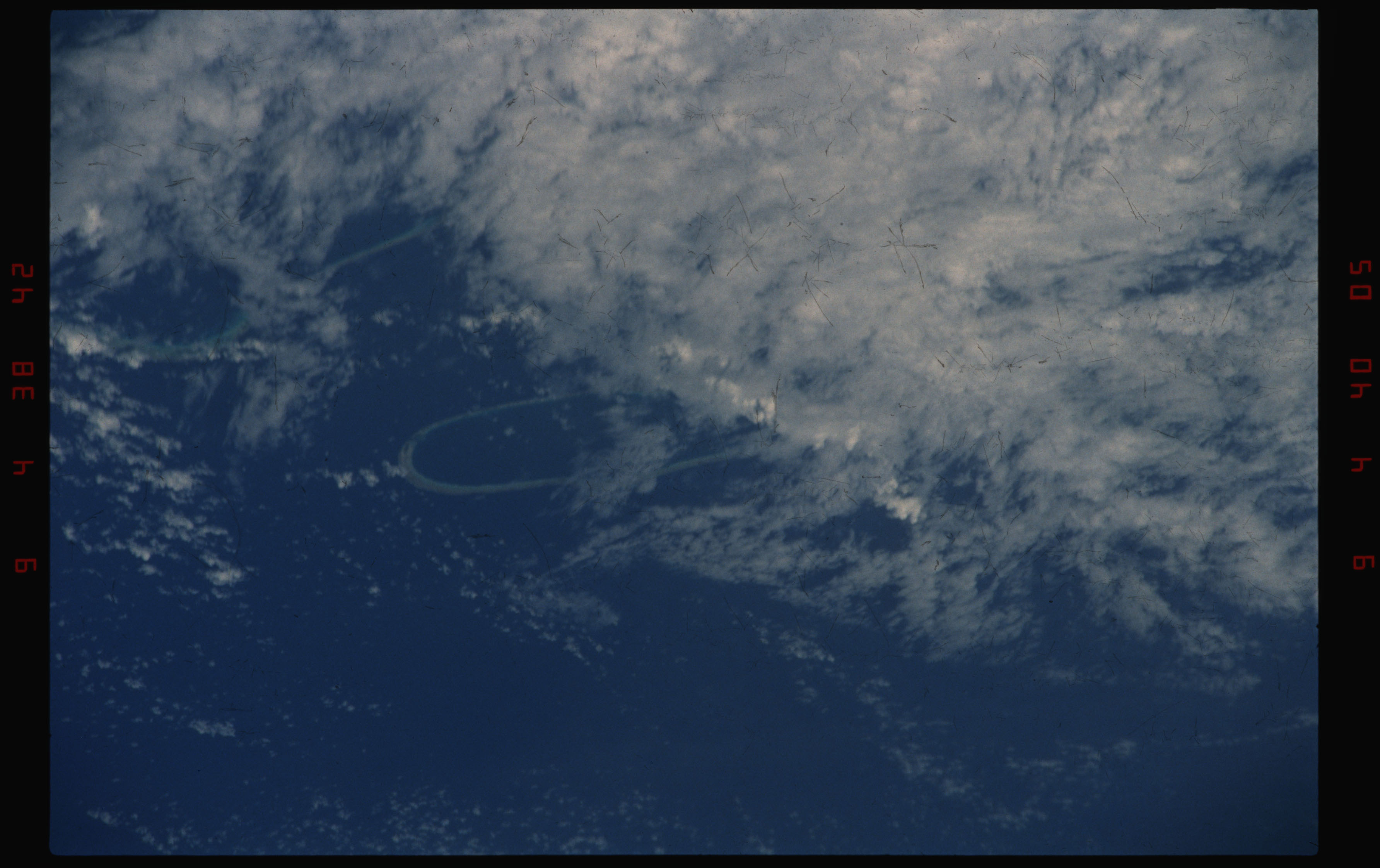 STS050-11-027 - STS-050 - Earth observation scenes of the north central Tuamotu Archipelago.