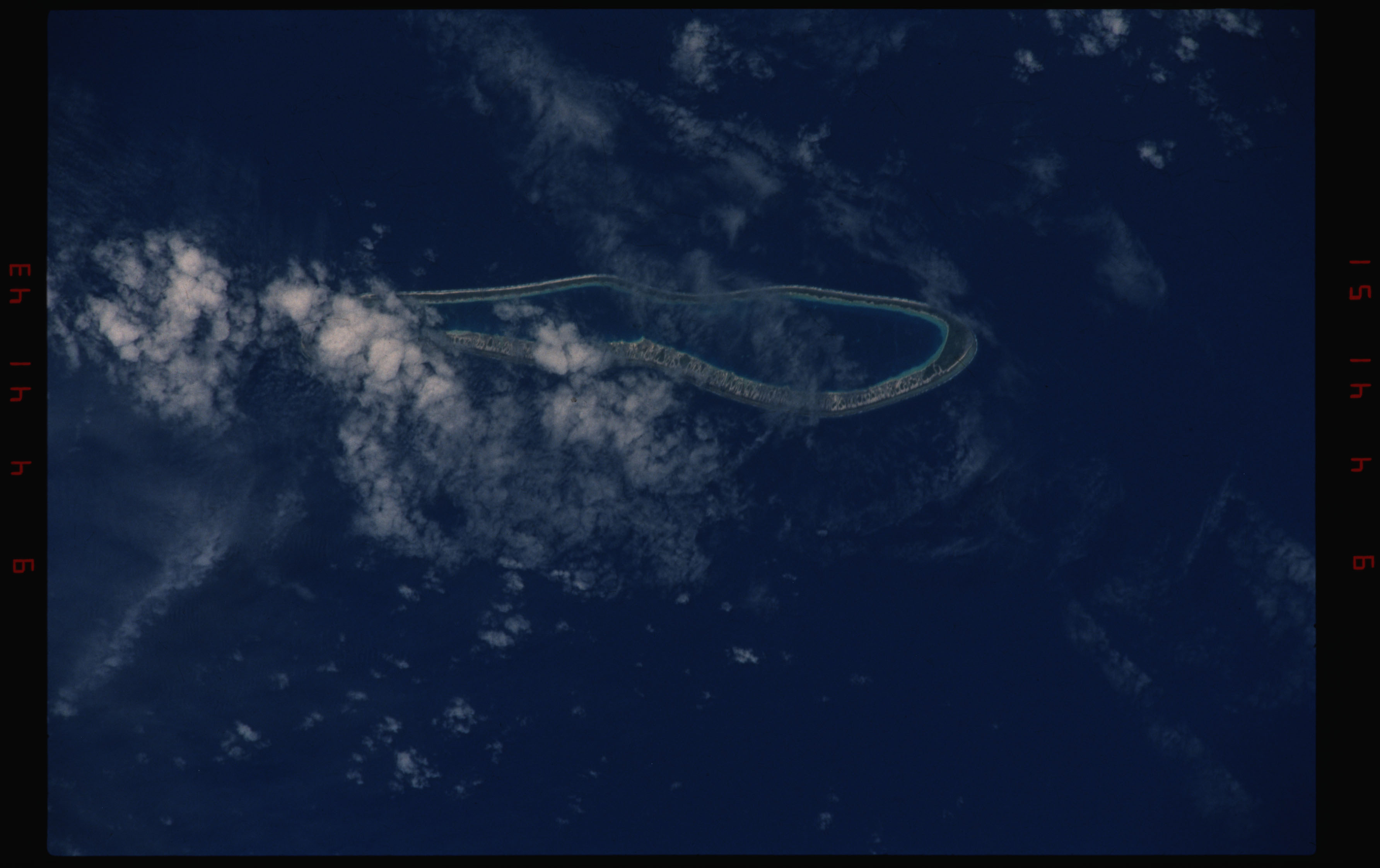 STS050-11-030 - STS-050 - Earth observation scenes of unidentified Tuamotu Archipelago atolls.