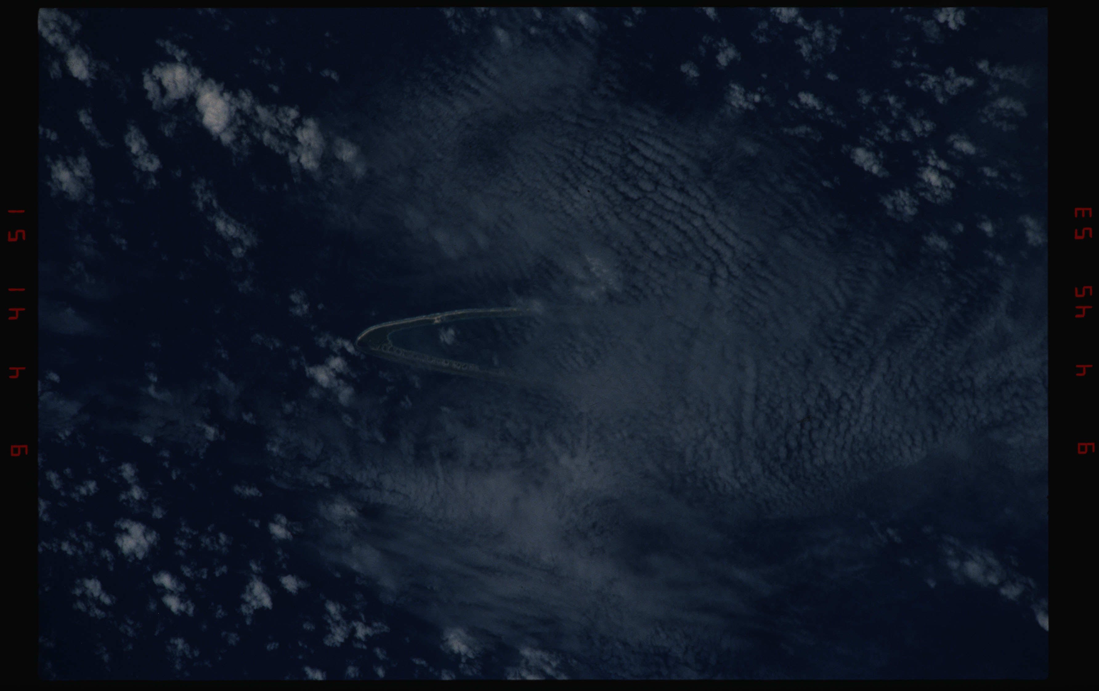 STS050-11-031 - STS-050 - Earth observation scenes of unidentified Tuamotu Archipelago atolls.
