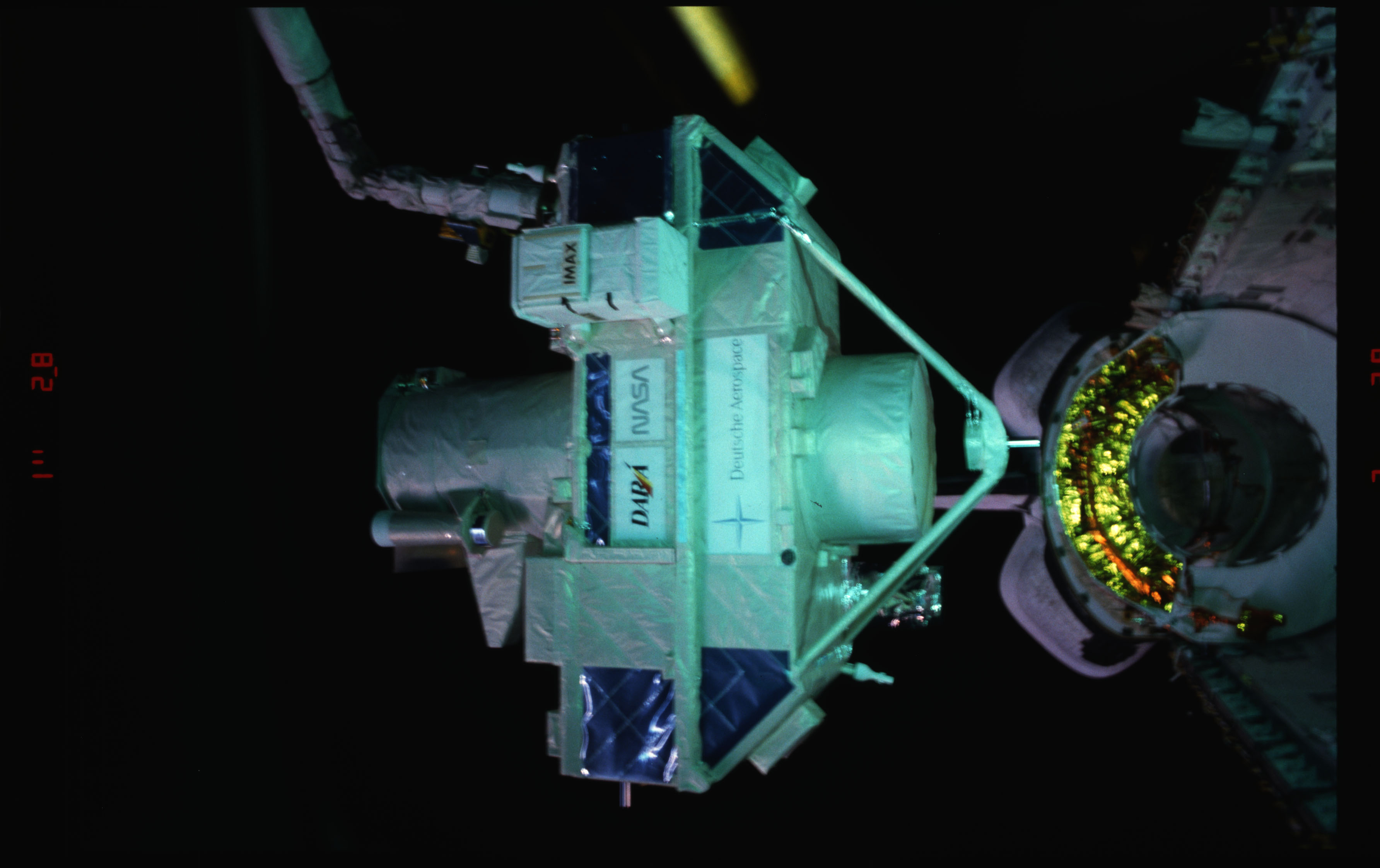 STS051-15-018 - STS-051 - OREFEUS-SPAS: ORFEUS-SPAS hovers over the payload bay on RMS