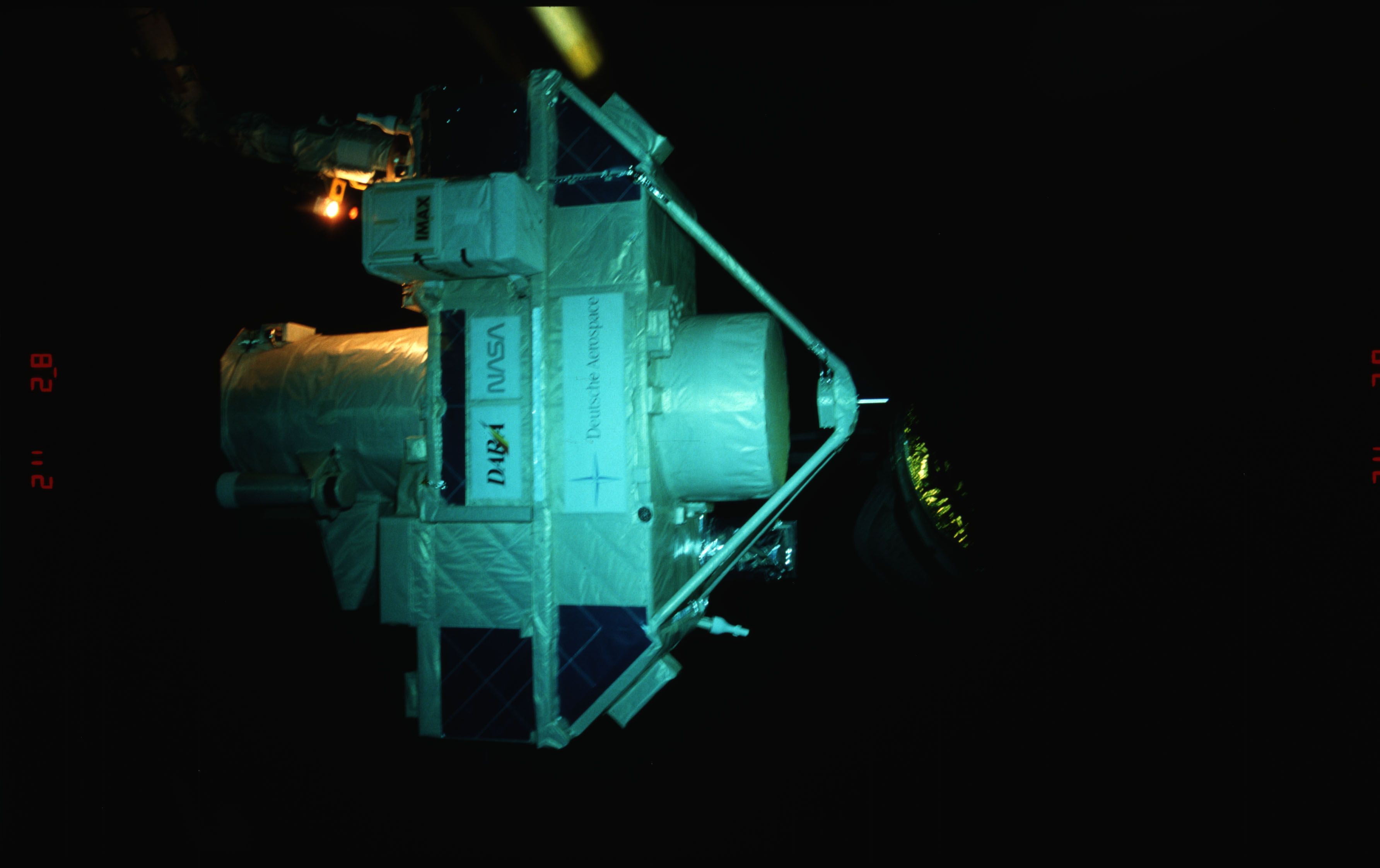STS051-15-021 - STS-051 - OREFEUS-SPAS: ORFEUS-SPAS hovers over the payload bay on RMS