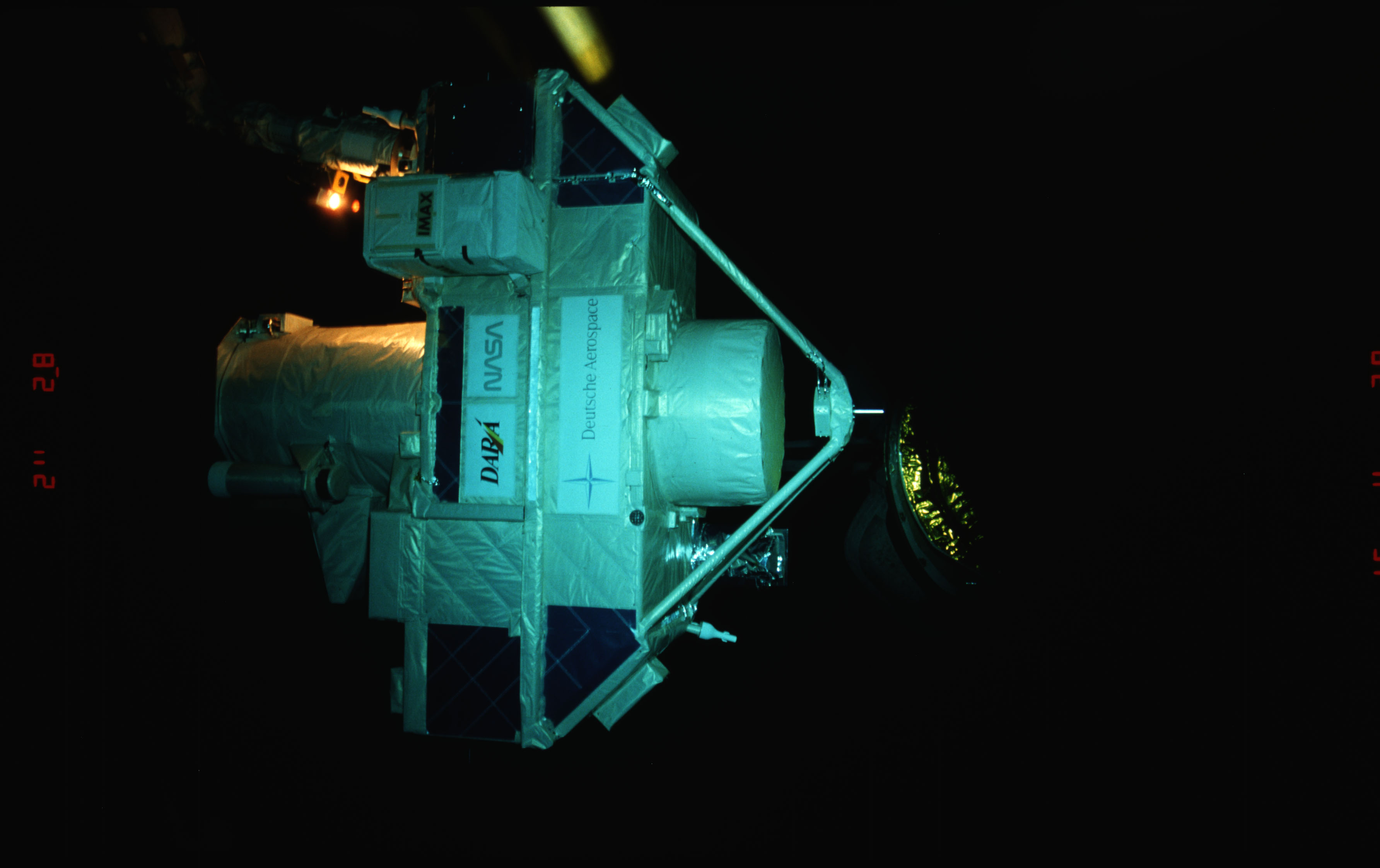 STS051-15-022 - STS-051 - OREFEUS-SPAS: ORFEUS-SPAS hovers over the payload bay on RMS