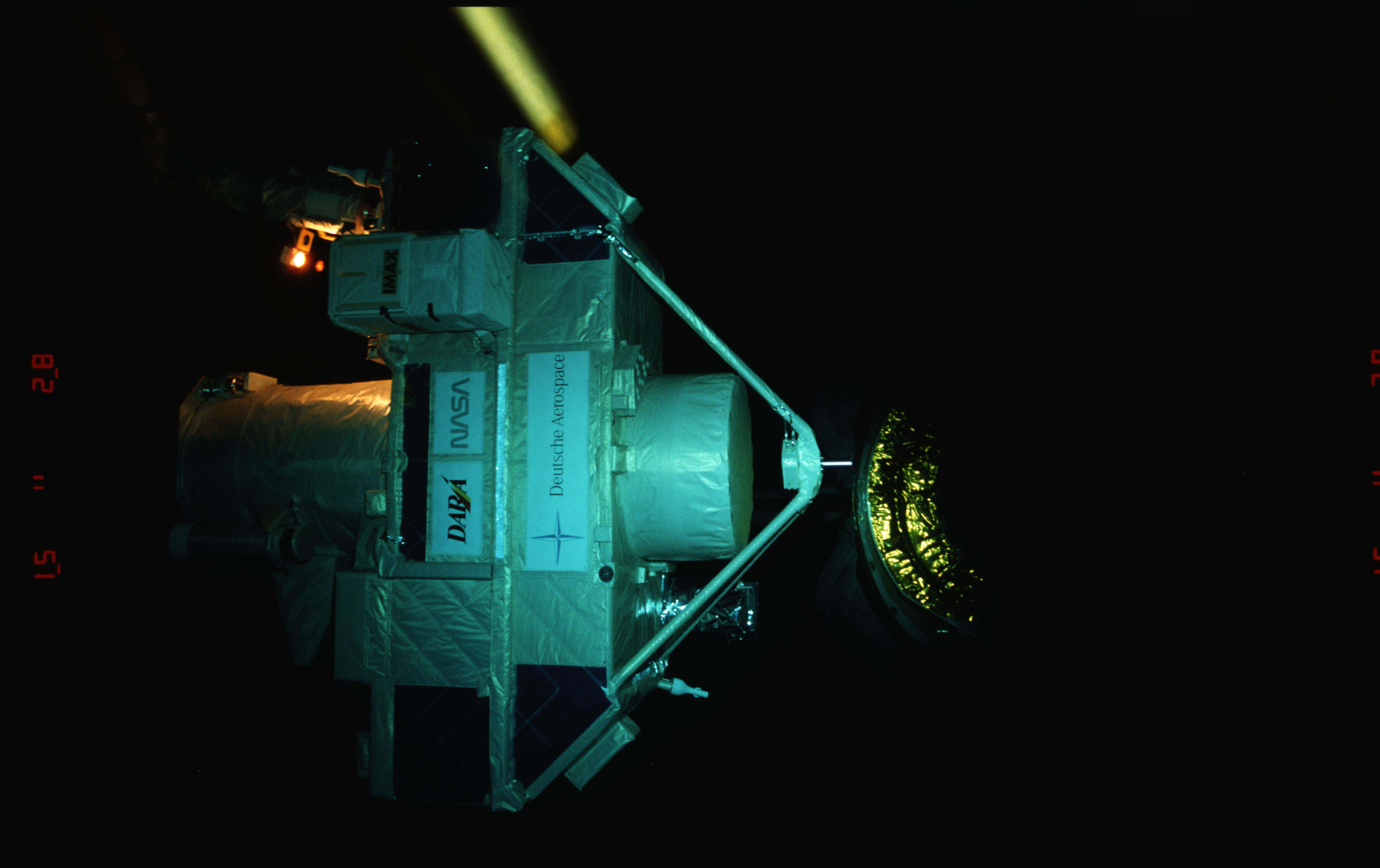 STS051-15-023 - STS-051 - OREFEUS-SPAS: ORFEUS-SPAS hovers over the payload bay on RMS