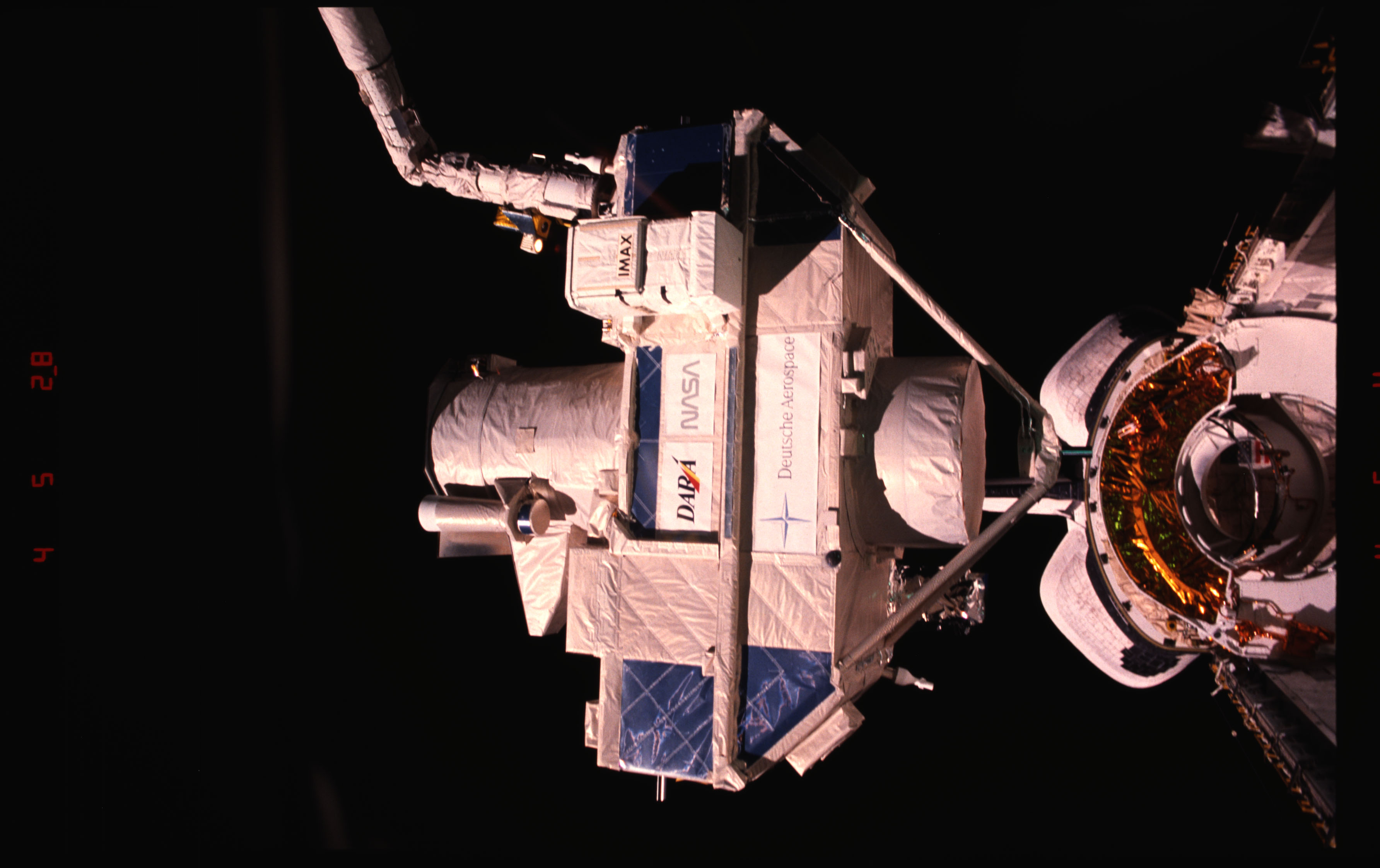 STS051-15-026 - STS-051 - OREFEUS-SPAS: ORFEUS-SPAS hovers over the payload bay on RMS