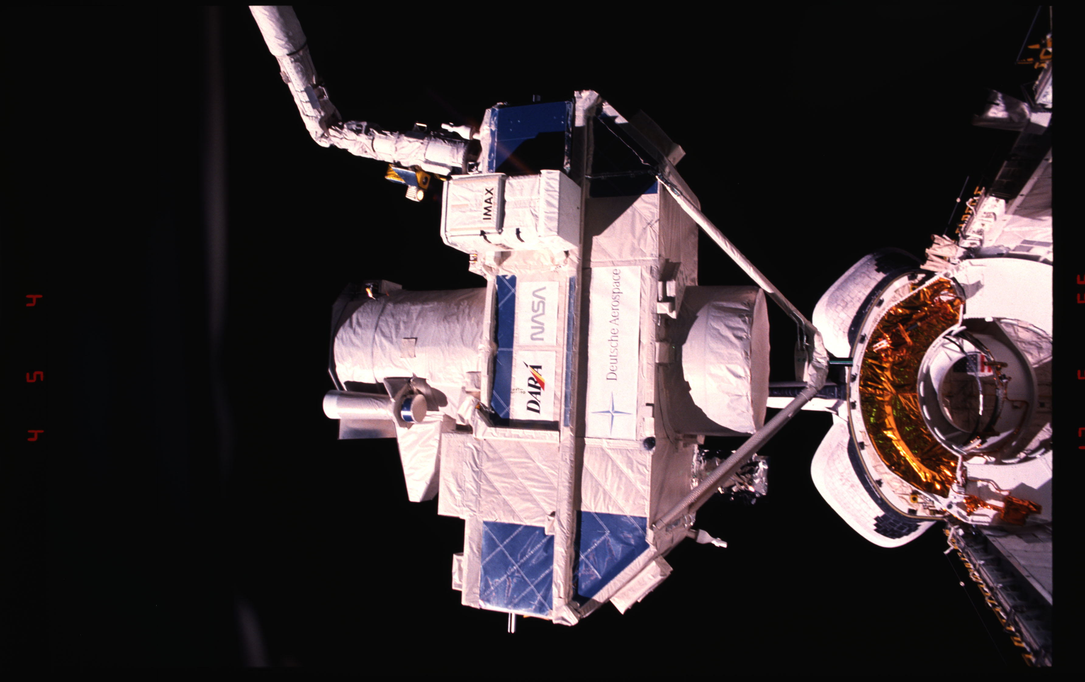 STS051-15-027 - STS-051 - OREFEUS-SPAS: ORFEUS-SPAS hovers over the payload bay on RMS
