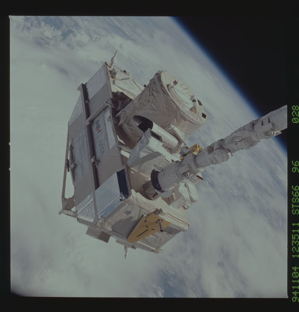 STS066-96-028 - STS-066 - CRISTA-SPAS - Atlantis' RMS deploys the CRISTA-SPAS during STS-66 mission
