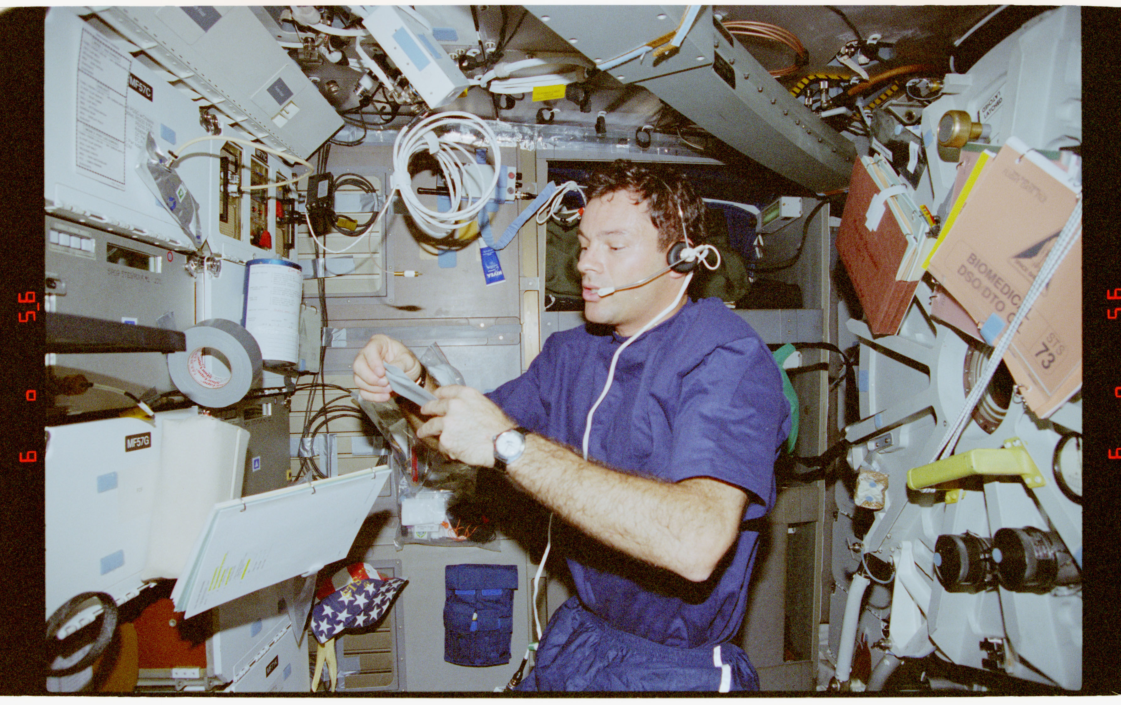 STS073-353-032 - STS-073 - CPCG, Mission Specialist Mike Lopez-Alegria monitors middeck experiment
