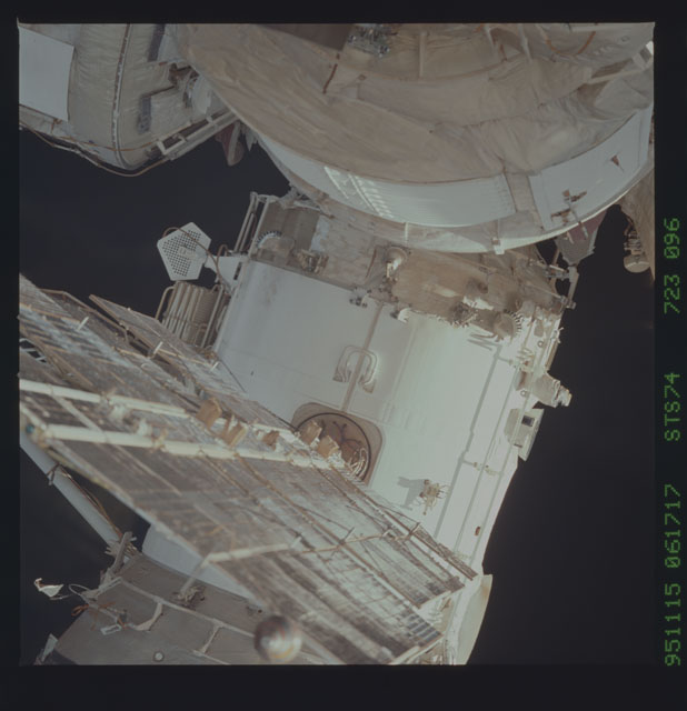 STS074-723-096 - STS-074 - Mir space station survey