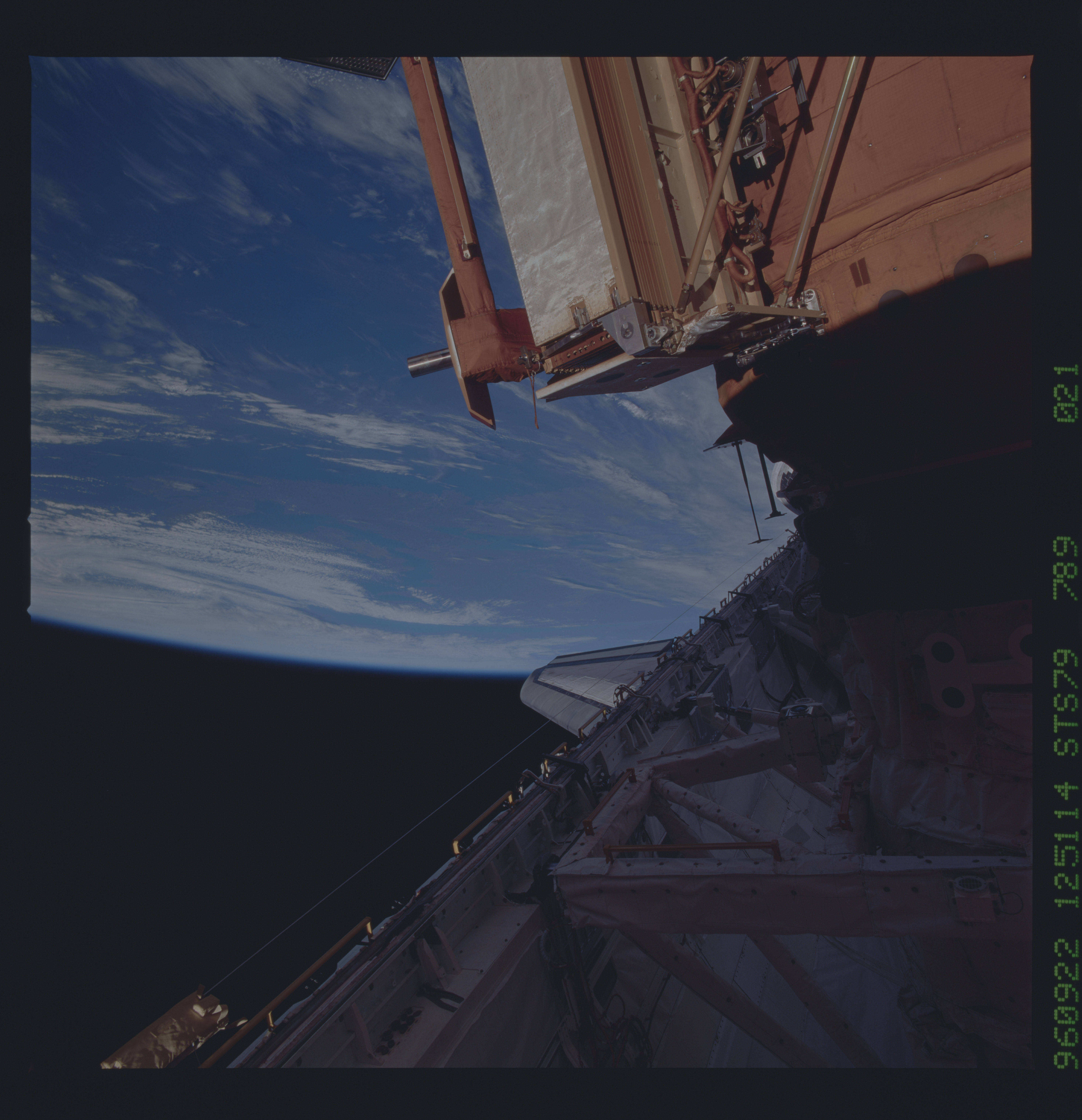 STS079-789-021 - STS-079 - Survey views of the Mir space station