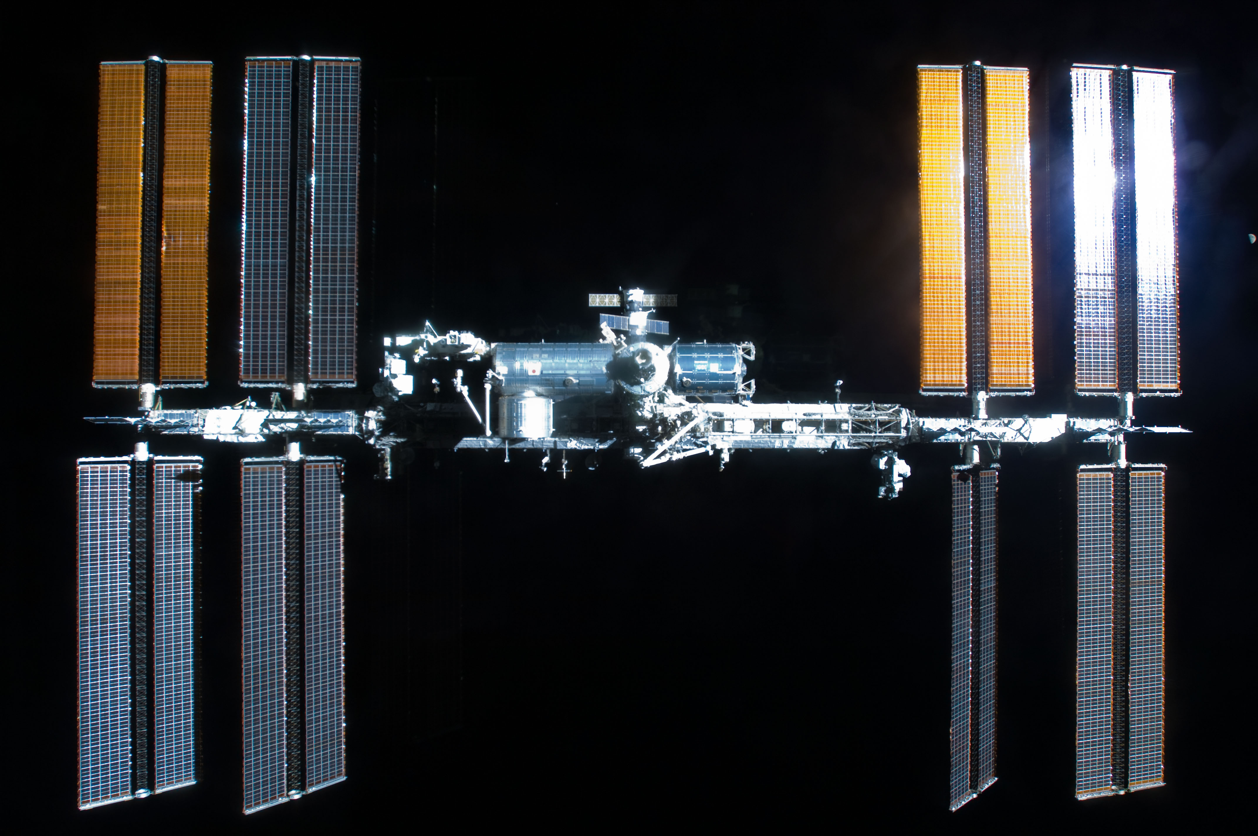 S129E009213 - STS-129 - Overall view of the ISS taken as Atlantis departs at the end of the STS-129 Mission